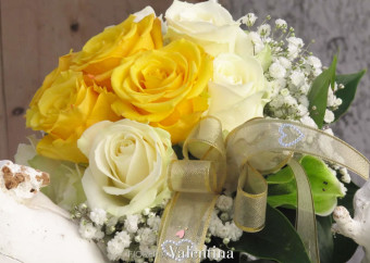 Tutta la solarità del giallo, mixata con l'eleganza del bianco