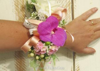 Corsage, tante idee per il bouquet da polso